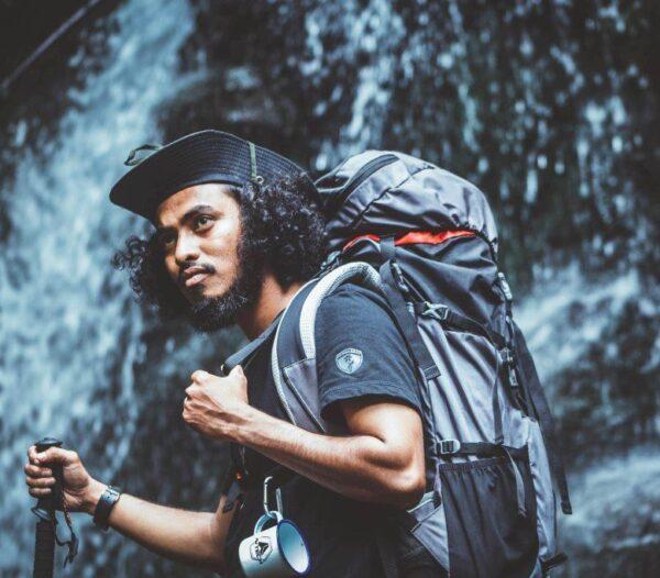 हिचहायकर्स : अनेक वर्ष जग भ्रमण आणि प्रवास करायला निघालेले भटके